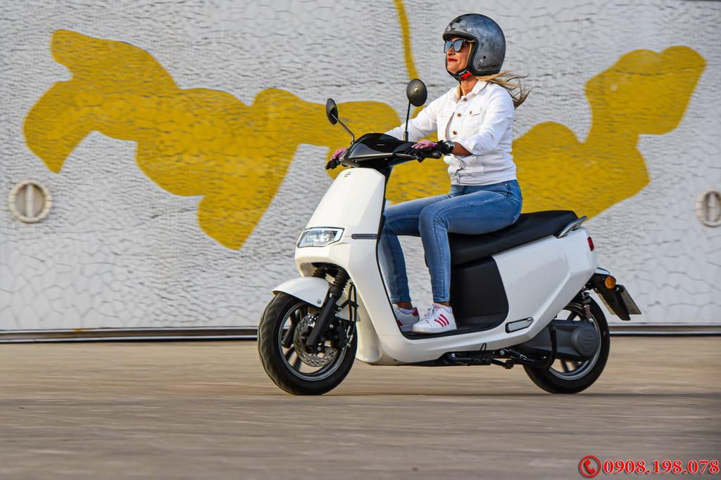 Xe tay ga điện Ecooter E2 R cao cấp chạy nhanh thê thao